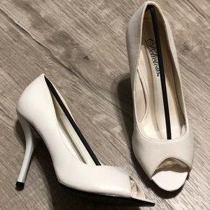 DELICIOUS Women's White Heels
